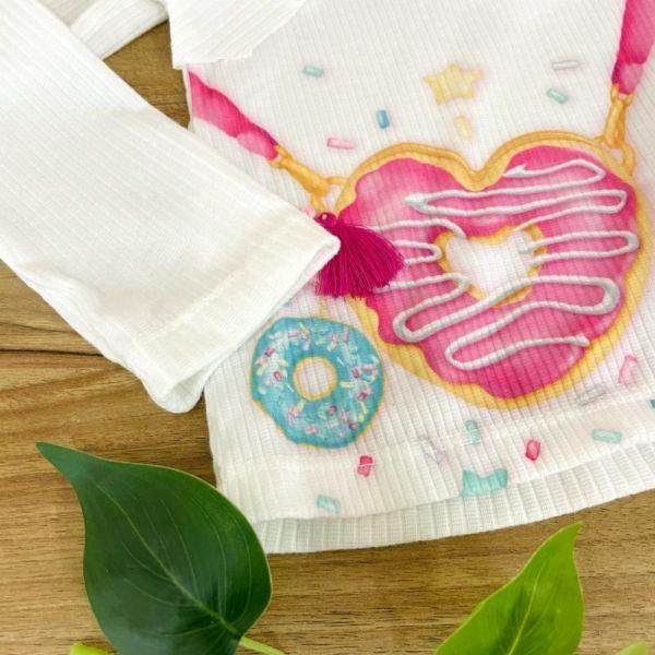 Conjunto Infantil Blusa Manga Longa Off White Canelada e Shorts Jeans Donuts Love Mon Sucré