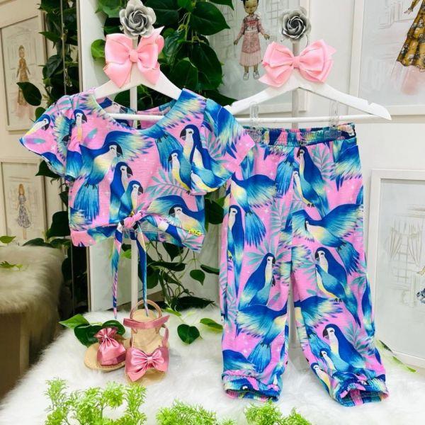 Conjunto Infantil Blusa Nózinho e Calça Jogger Rosa Estampada Arara Azul Tropical Mon Sucré