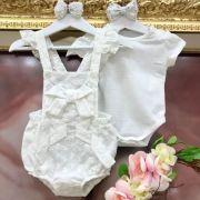 Conjunto Infantil Body Malha Furinho e Jardineira Lese Branco Charming Petit Cherie