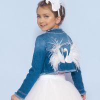 Jaqueta Infantil Jeans Curta Cisnes Plumas e Strass Pituchinhus