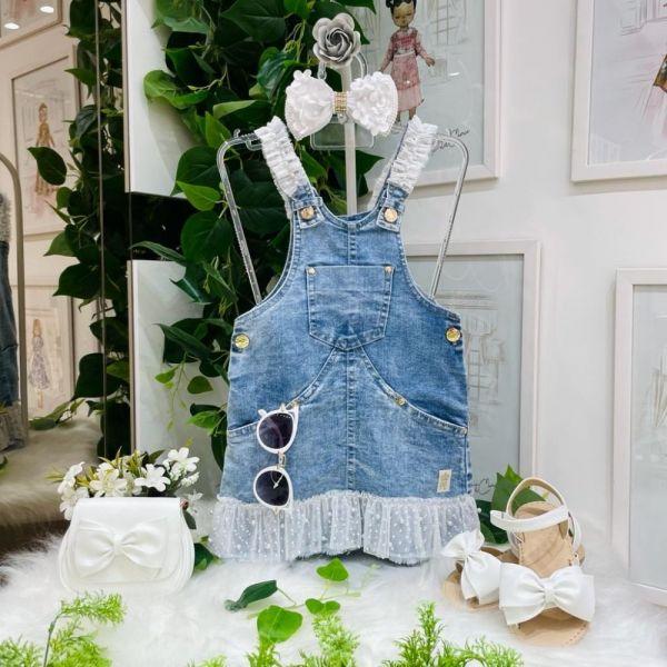 Salopete Infantil Jeans Detalhes em Tule Branco Poá e Pérolas Bordadas Petit Cherie